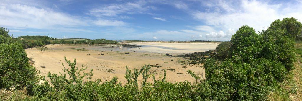 Un trou curieux en bordure du Guillec, une vieille plage qui s'est effondrée...
