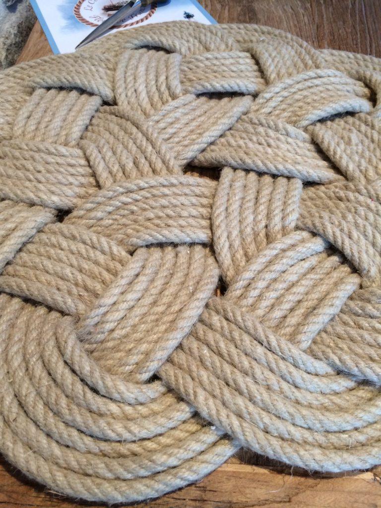 textiles-et-tapis-le-fleuron-des-nouages-plats-du-co-12250279-img-1648-c62d4-9c9c6_big