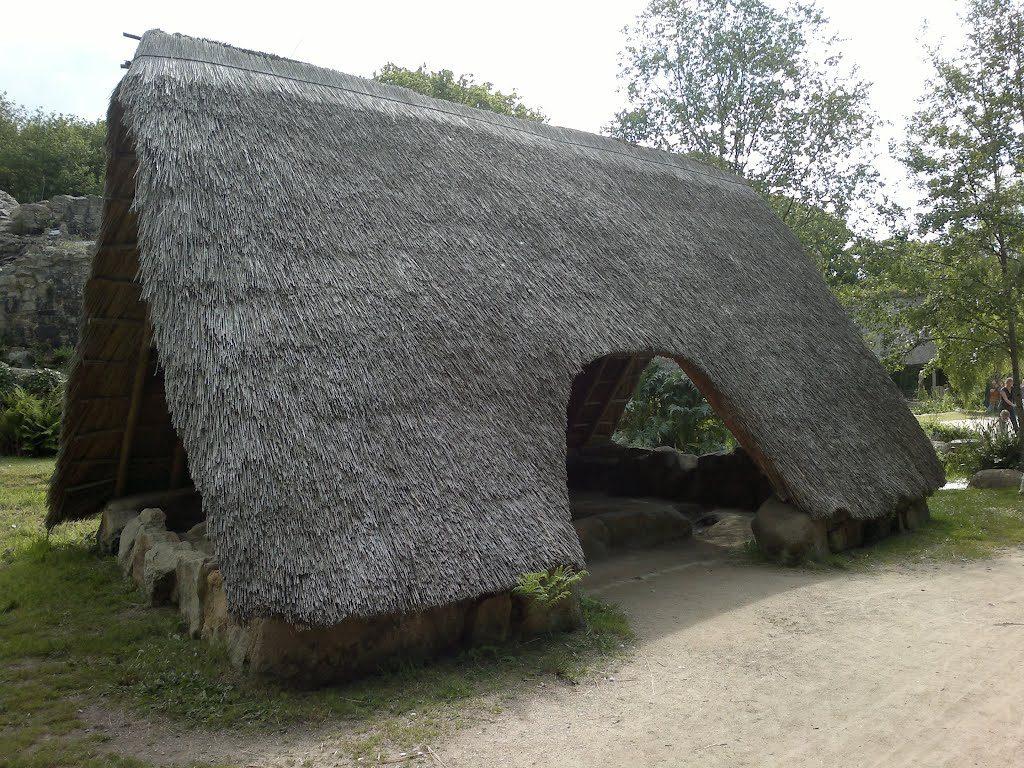 Le Village Gaulois de Pleumeur-Bodou - Reconstitution de l'atelier de bouilleur de sel découvert à Landrellec (22)