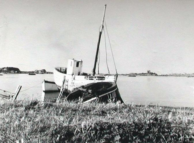 Le Saint-Jean à l'échouage dans la Baie Sainte Anne vers 1965